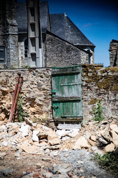 Le portillon des Halles de Châtelais sur la rue Principale