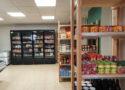 Le côté épicerie et le comptoir des denrées fraîches des Halles de Châtelais