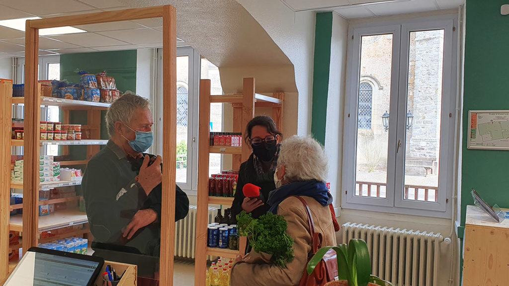 Venue de la presse avec Radio Oxygène aux Halles de Châtelais